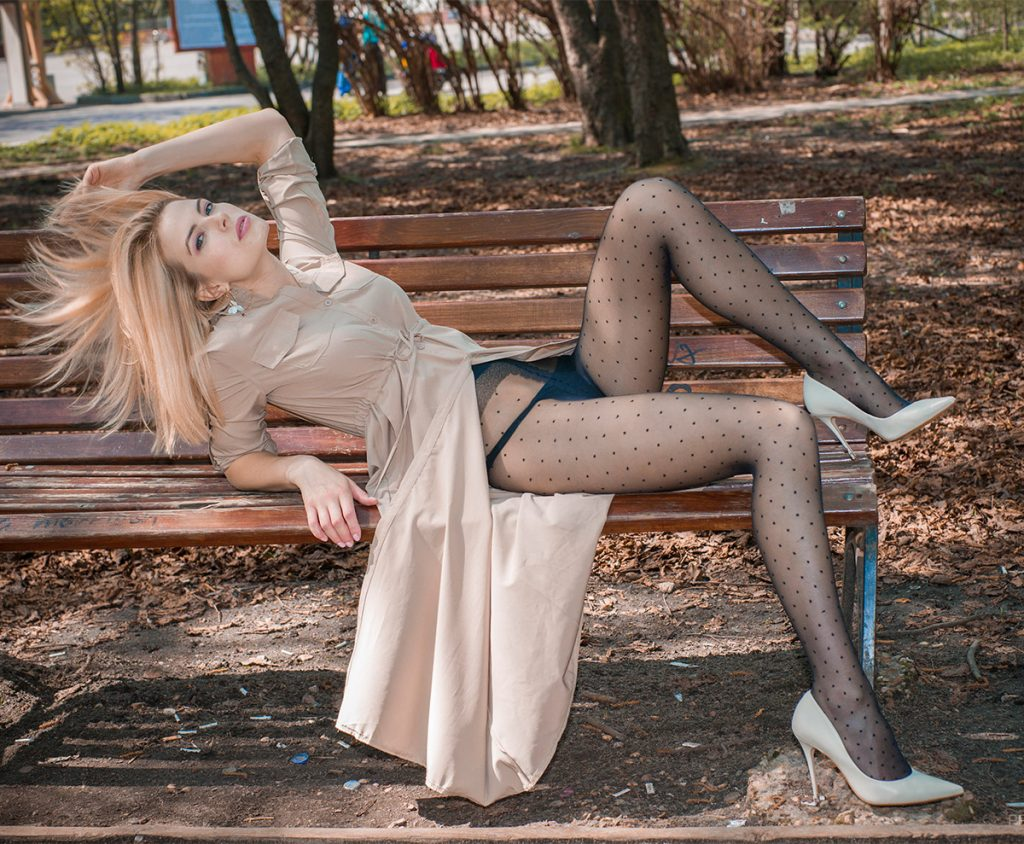 Woman in pantyhose: Masaki for PRO-KOLGOTKI magazine